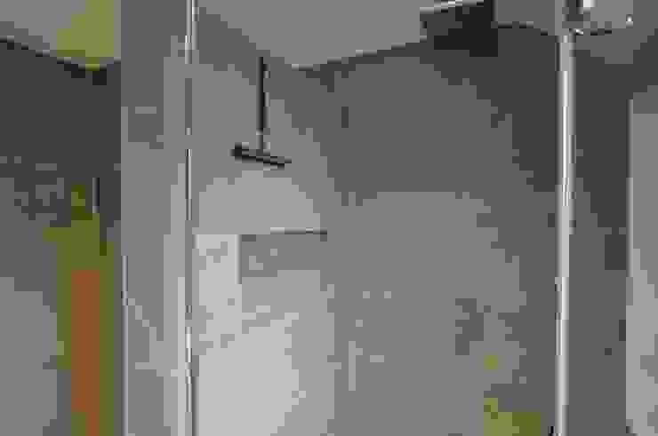 inbouw nis badkamer - AGZ badkamers en sanitair Moderne badkamers van AGZ badkamers en sanitair Modern Tegels