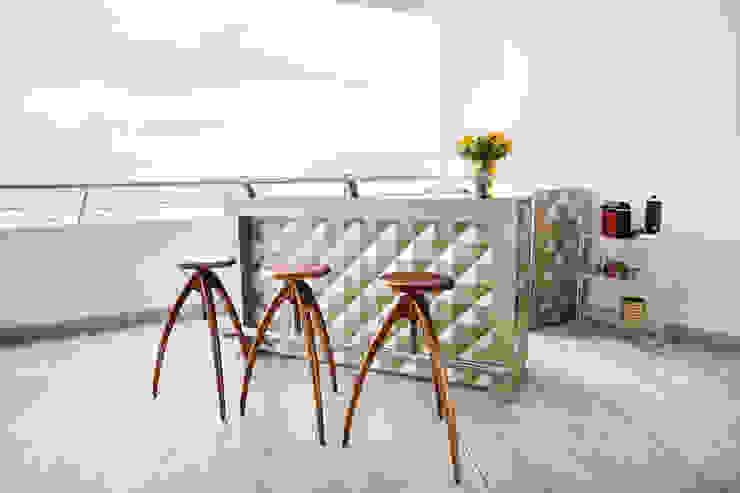 Bar Balcones y terrazas modernos de homify Moderno