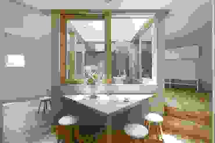 Dining room by 藤原・室 建築設計事務所