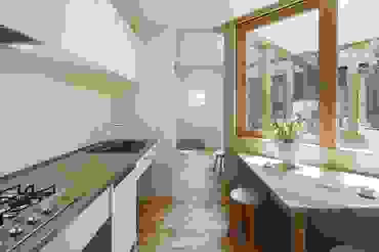 Kitchen by 藤原・室 建築設計事務所