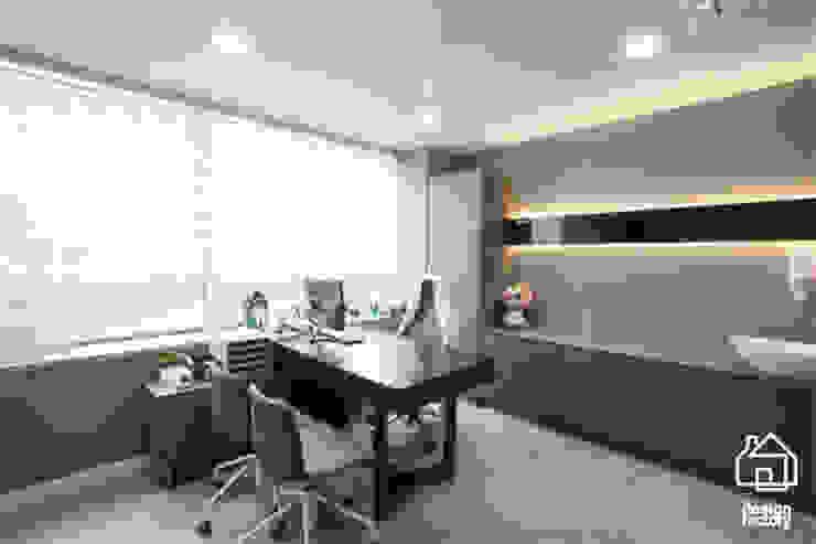 맘편한 산부인과 모던스타일 서재 / 사무실 by 디자인팩토리 모던