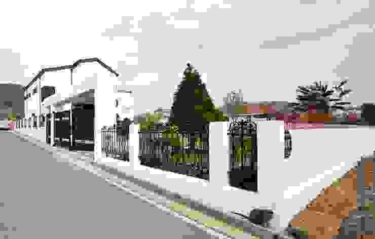 Casas modernas de 윤성하우징 Moderno