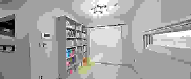 Ruang Studi/Kantor Modern Oleh 윤성하우징 Modern