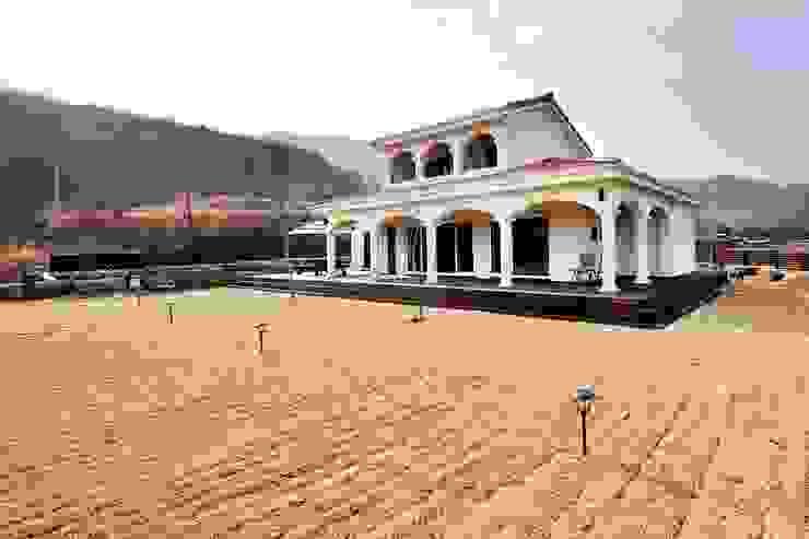 나만의 소중한 스토리가 담겨있는 대저택 (상주 송지리 주택) 지중해스타일 주택 by 윤성하우징 지중해