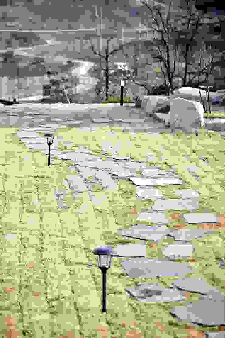 나만의 소중한 스토리가 담겨있는 대저택 (상주 송지리 주택) 지중해스타일 정원 by 윤성하우징 지중해