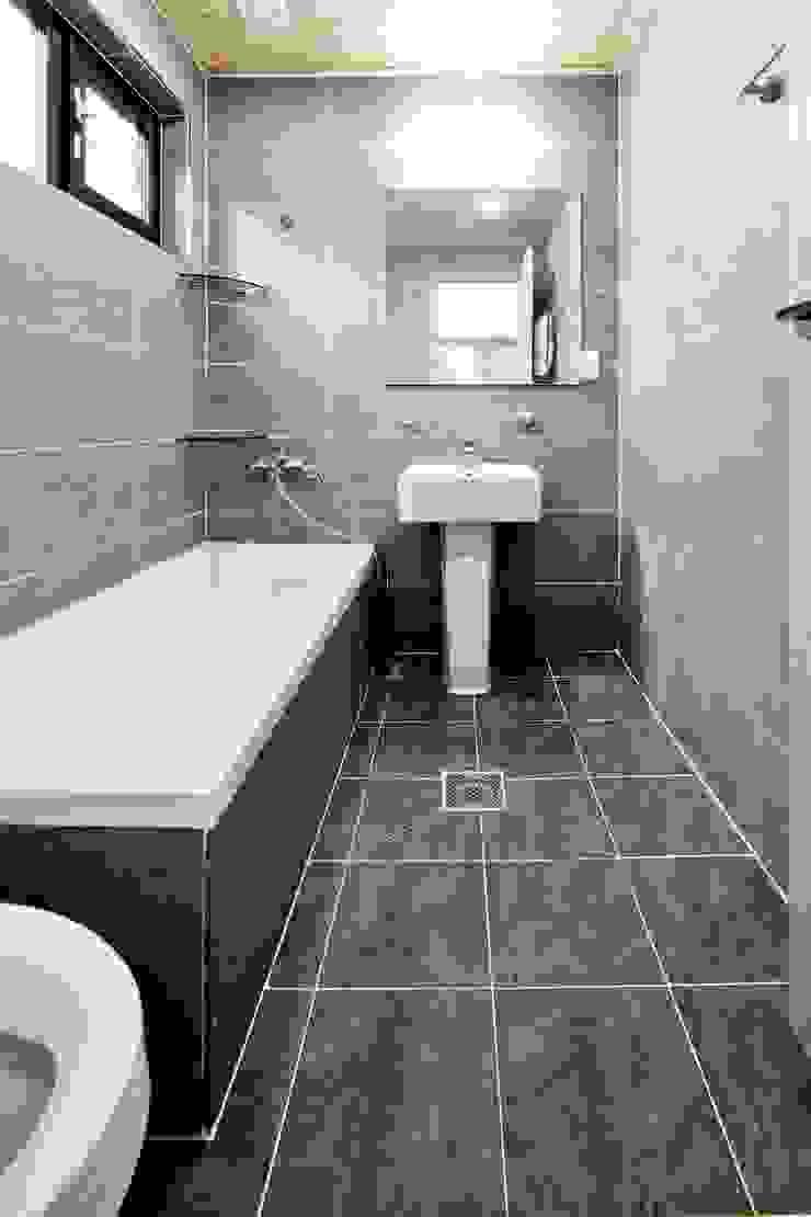 나만의 소중한 스토리가 담겨있는 대저택 (상주 송지리 주택) 클래식스타일 욕실 by 윤성하우징 클래식