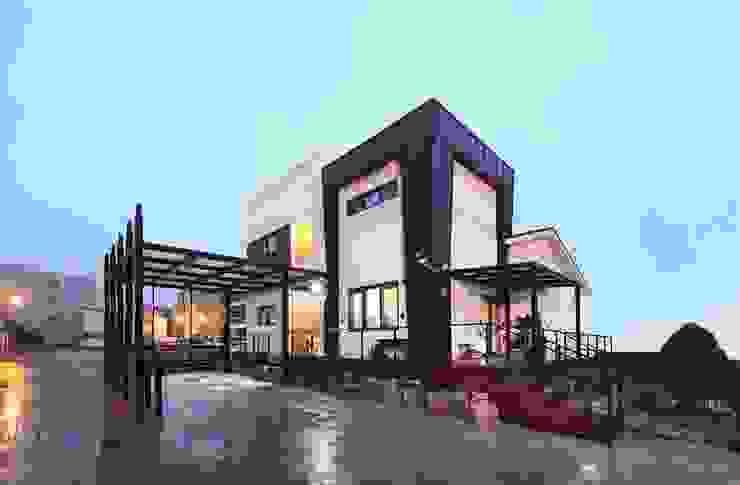 서로 다른 공간의 완벽한 어울림(대전 문창동 주택): 윤성하우징의  주택,모던