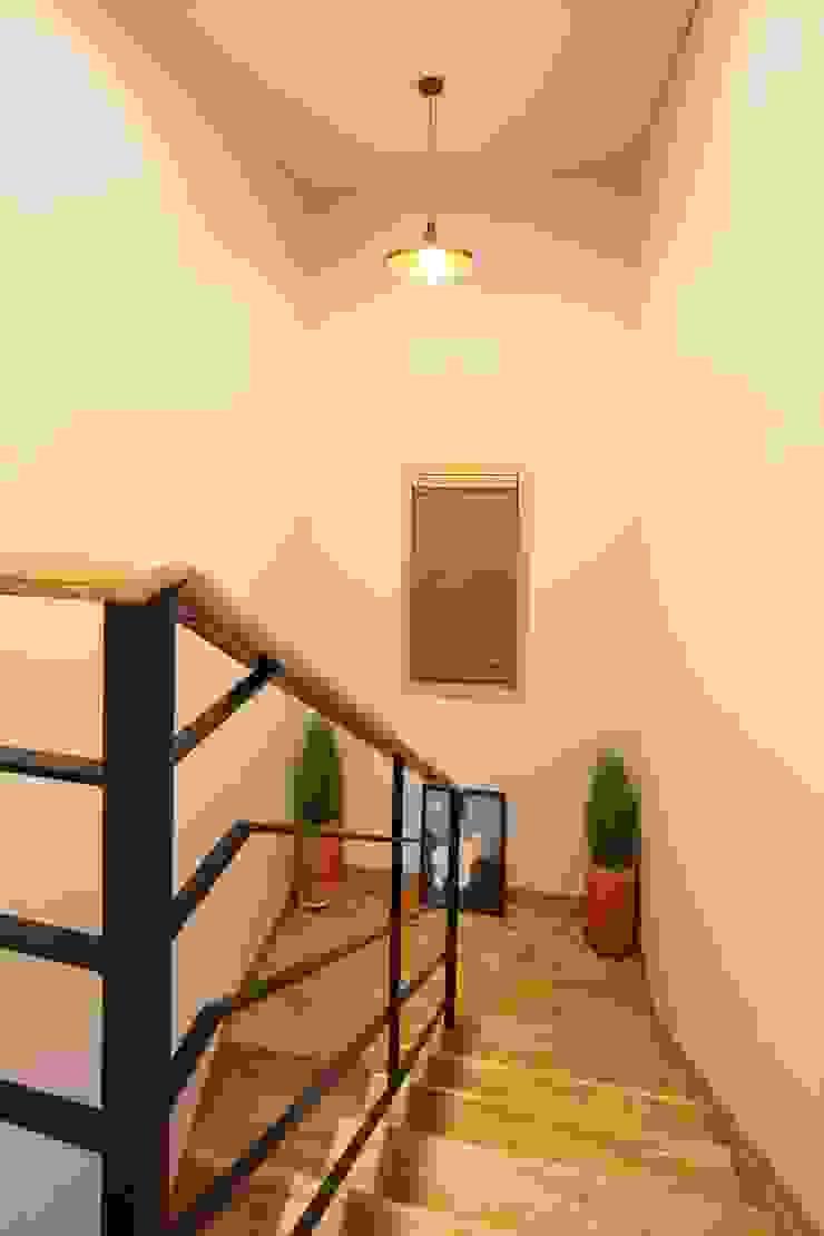 Ingresso, Corridoio & Scale in stile classico di 윤성하우징 Classico