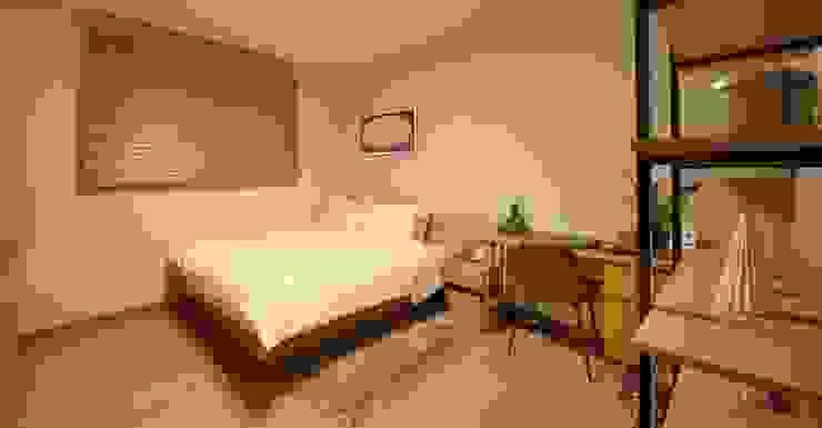 Dormitorios de estilo  por 윤성하우징, Clásico