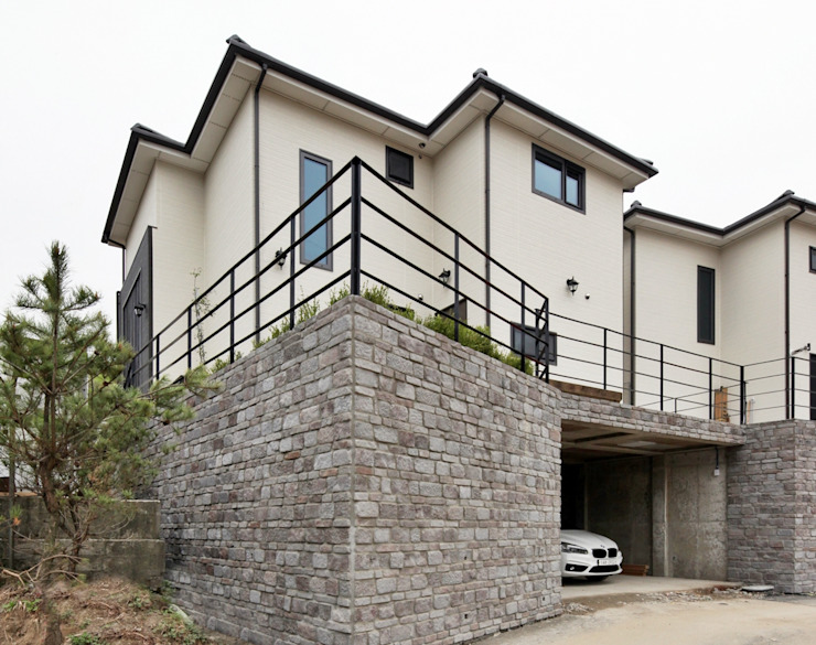 Garajes de estilo moderno de 윤성하우징 Moderno