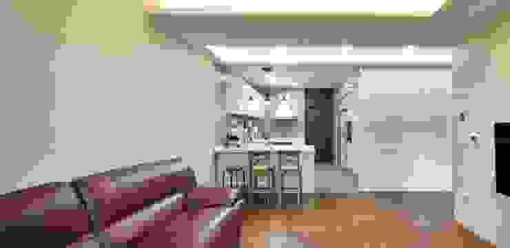 이웃과 함께하는 전원생활 (용인 고기동 주택) 클래식스타일 거실 by 윤성하우징 클래식