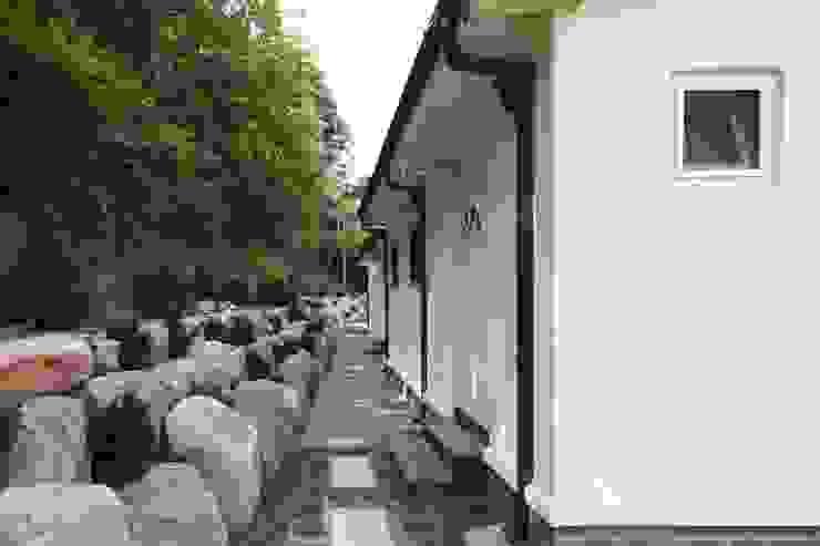 자연 속 힐링의 공간(원주 성남리 주택) 지중해스타일 정원 by 윤성하우징 지중해