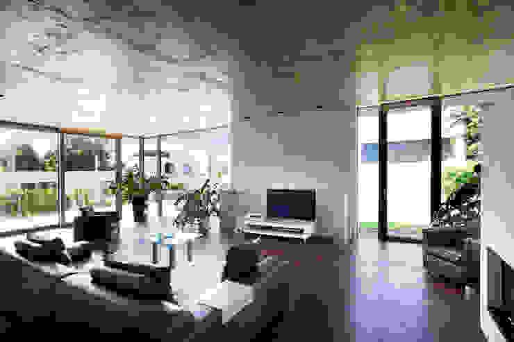 Salas / recibidores de estilo  por Klaus Geyer Elektrotechnik, Moderno