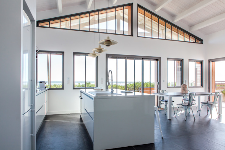 Casas modernas por Matthieu GUILLAUMET Architecte Moderno