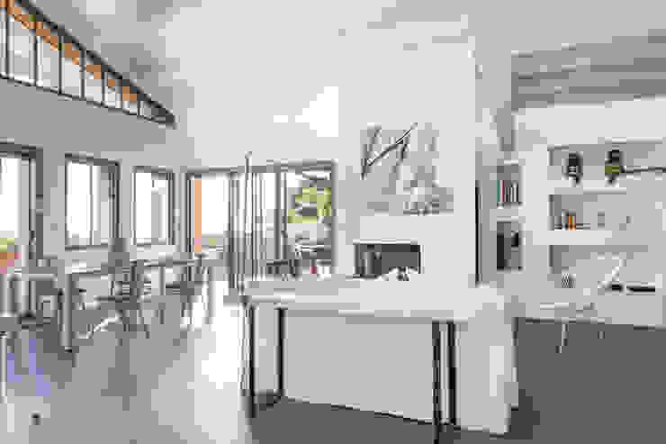 Matthieu GUILLAUMET Architecte: modern tarz , Modern