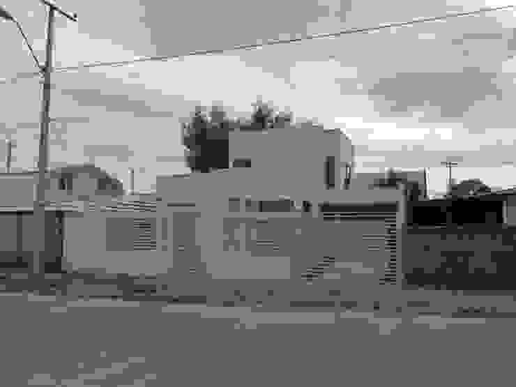 CASA CUADRADA +ARQ Casas de estilo mediterráneo
