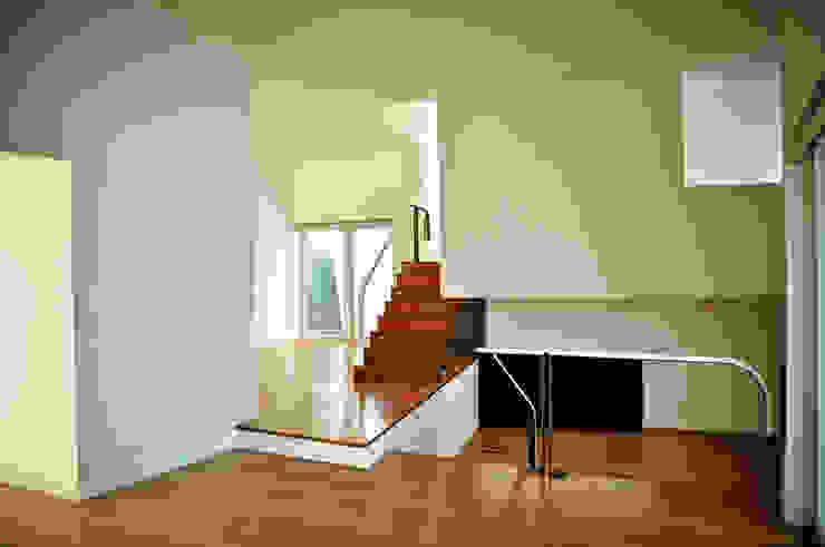 CASA IN Casas modernas por Pedro Mosca & Pedro Gonçalves, Arquitectos, Lda Moderno Betão armado