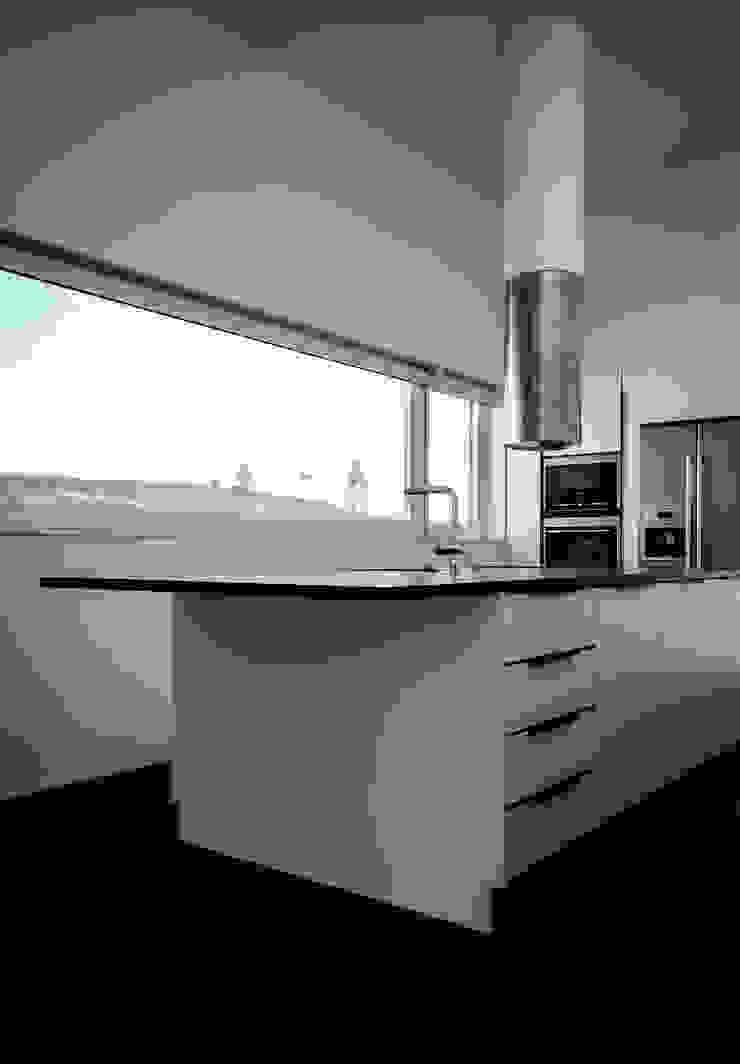CASA IN Cozinhas modernas por Pedro Mosca & Pedro Gonçalves, Arquitectos, Lda Moderno Ardósia