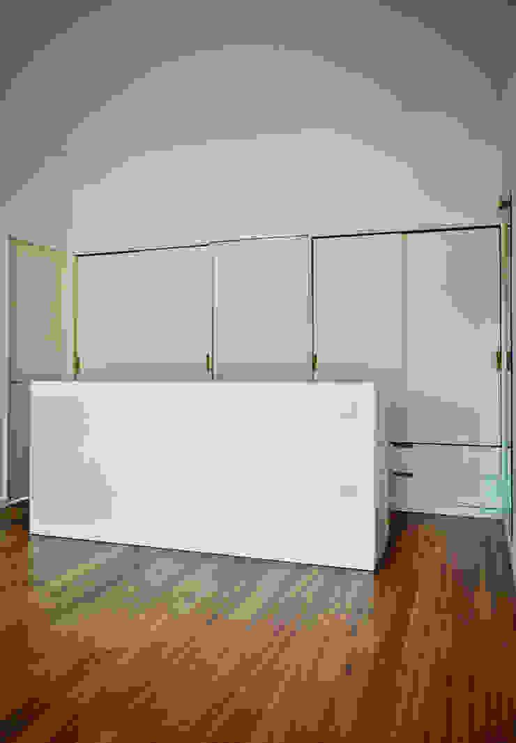 CASA IN Quartos modernos por Pedro Mosca & Pedro Gonçalves, Arquitectos, Lda Moderno Madeira maciça Multicolor