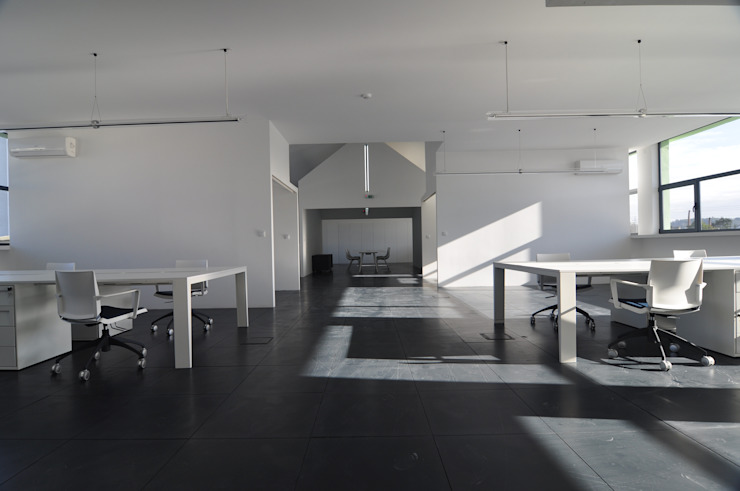 ESCRITÓRIOS Espaços de trabalho minimalistas por Pedro Mosca & Pedro Gonçalves, Arquitectos, Lda Minimalista Derivados de madeira Transparente