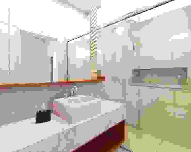 Baños modernos de Lozí - Projeto e Obra Moderno