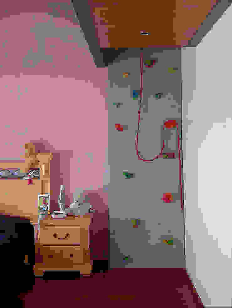Recámara de niña Dormitorios infantiles modernos de AParquitectos Moderno