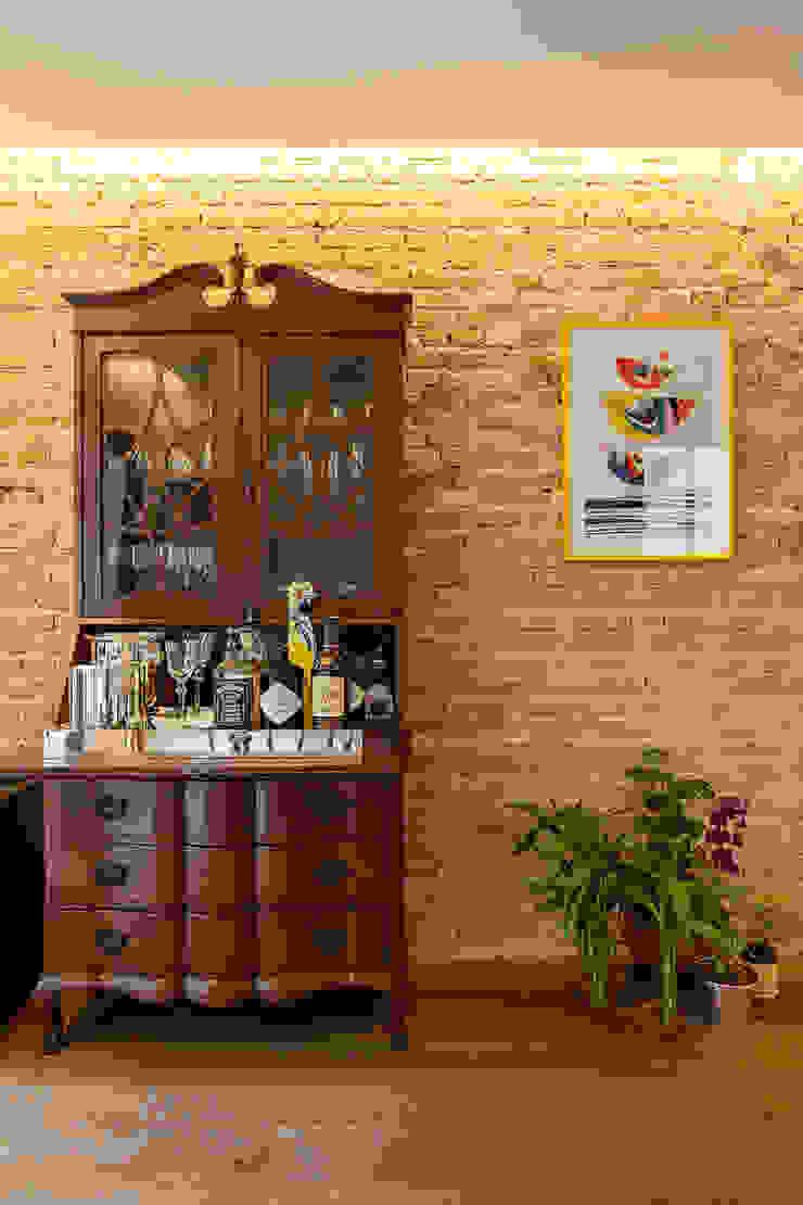 Salones de estilo ecléctico de Tria Arquitetura Ecléctico