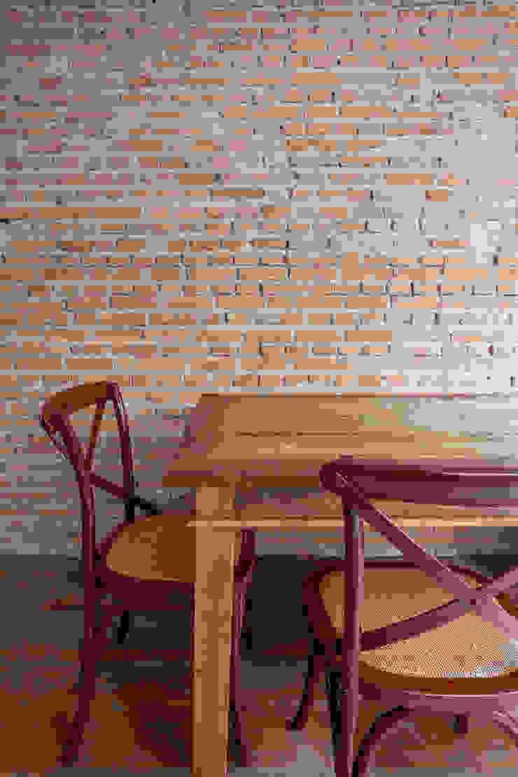 Tria Arquitetura Eclectic style dining room