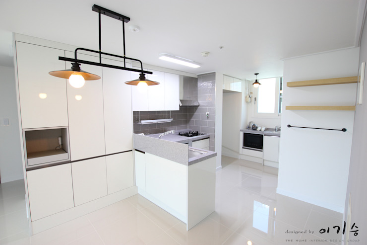 Modern Kitchen by 더홈인테리어 Modern