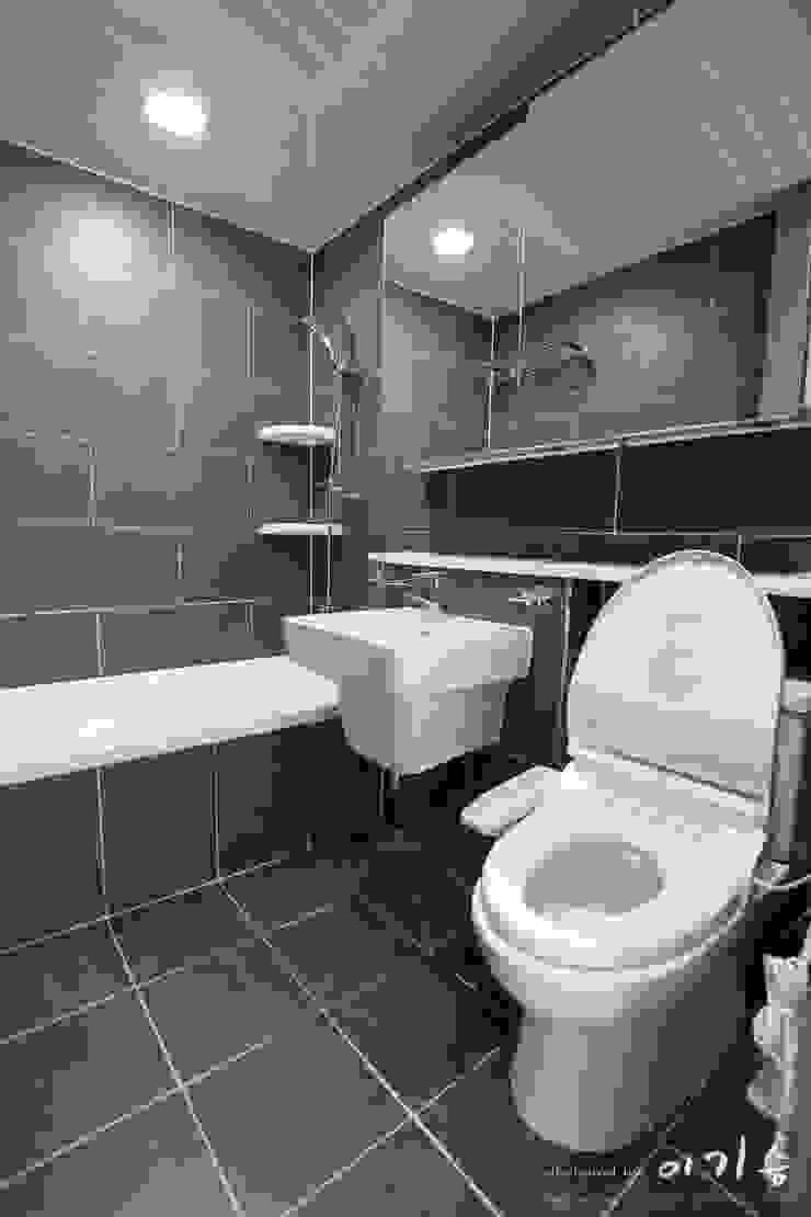 관평동 테크노밸리 10단지 꿈에그린아파트 34평형 모던스타일 욕실 by 더홈인테리어 모던