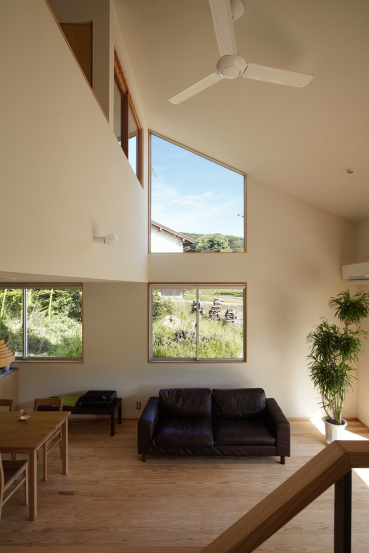 toki Architect design office 现代客厅設計點子、靈感 & 圖片 木頭 White