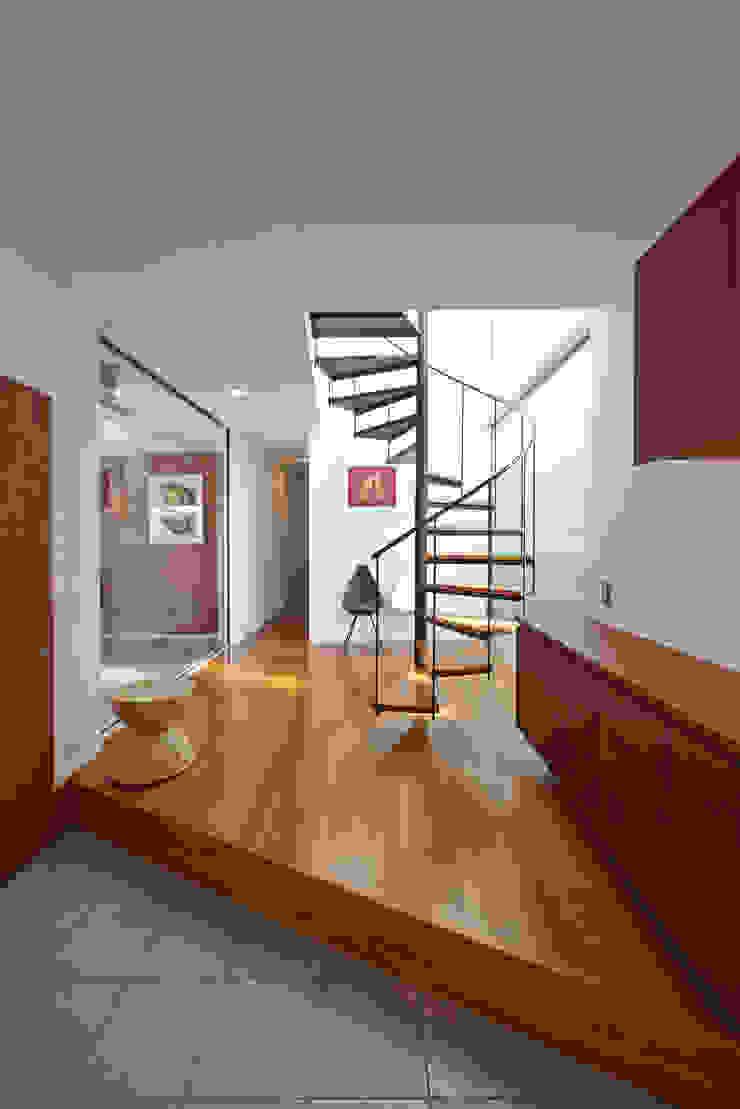 富士を望む家 オリジナルスタイルの 玄関&廊下&階段 の 佐賀高橋設計室/SAGA + TAKAHASHI architects studio オリジナル