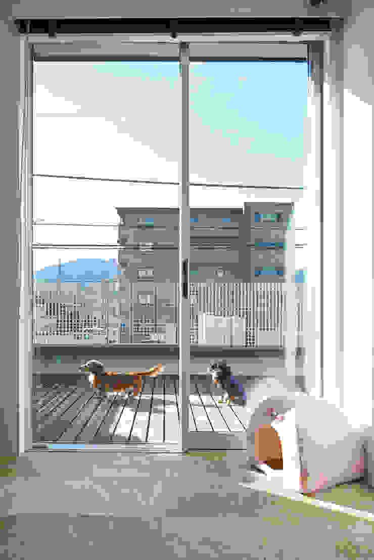富士を望む家 オリジナルデザインの テラス の 佐賀高橋設計室/SAGA + TAKAHASHI architects studio オリジナル