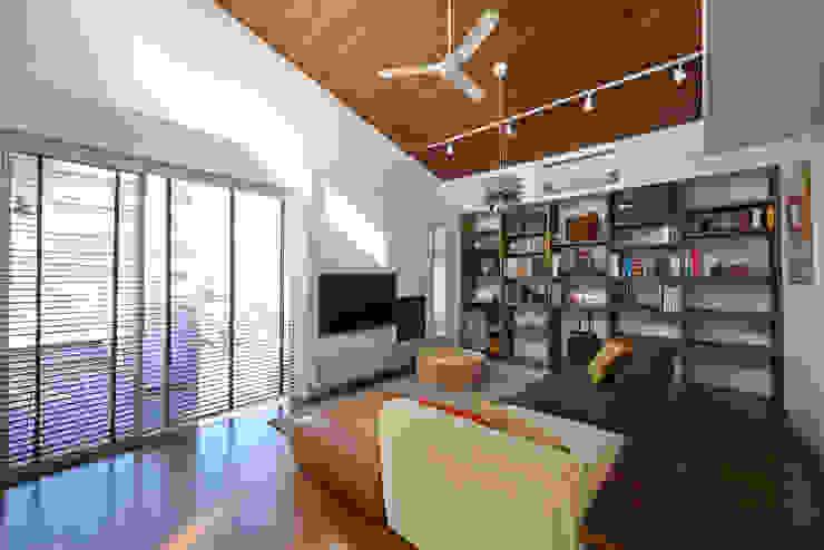 富士を望む家 オリジナルデザインの リビング の 佐賀高橋設計室/SAGA + TAKAHASHI architects studio オリジナル