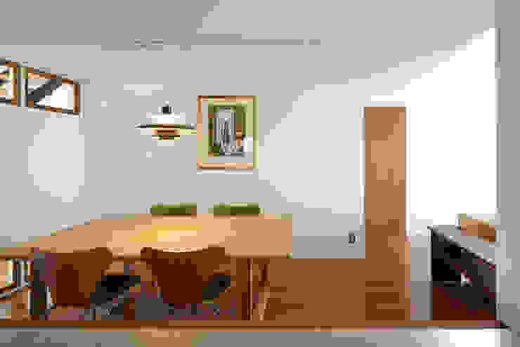 富士を望む家 モダンデザインの ダイニング の 佐賀高橋設計室/SAGA + TAKAHASHI architects studio モダン