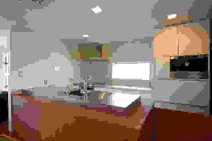 富士を望む家 モダンな キッチン の 佐賀高橋設計室/SAGA + TAKAHASHI architects studio モダン