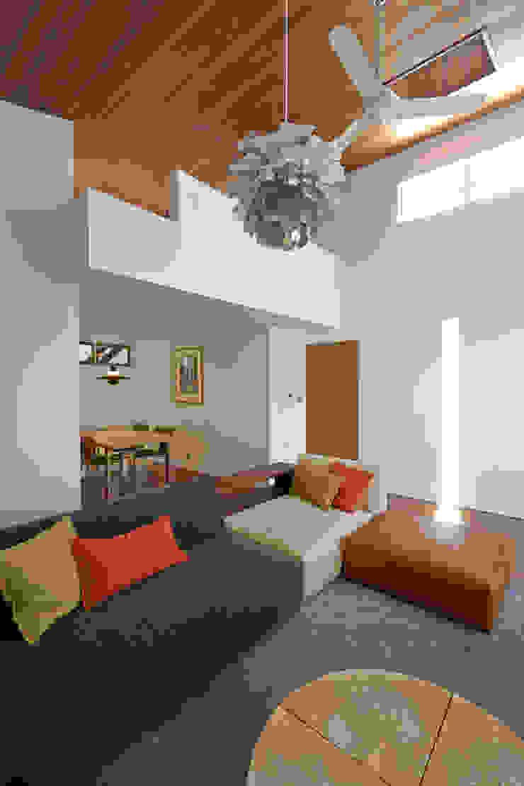 富士を望む家 モダンデザインの リビング の 佐賀高橋設計室/SAGA + TAKAHASHI architects studio モダン