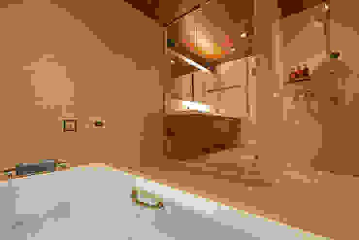 富士を望む家 モダンスタイルの お風呂 の 佐賀高橋設計室/SAGA + TAKAHASHI architects studio モダン