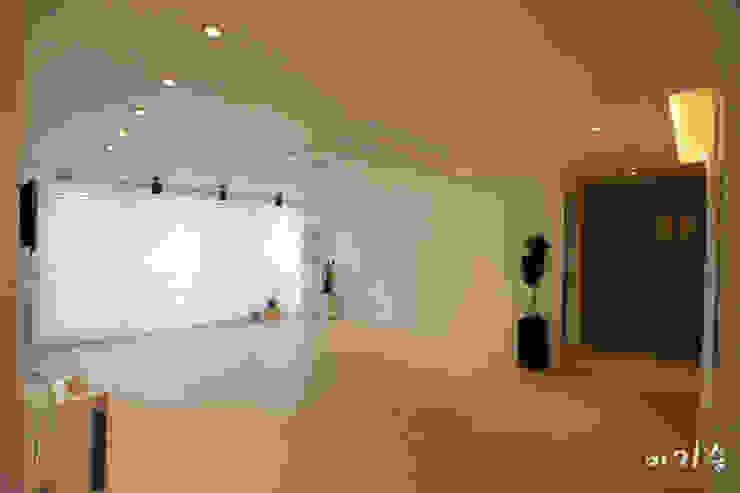 Living room by 더홈인테리어, Modern