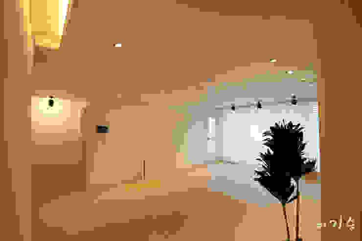 둔산동 한마루아파트 37평형 모던스타일 거실 by 더홈인테리어 모던