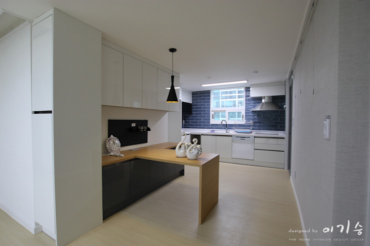 Kitchen by 더홈인테리어