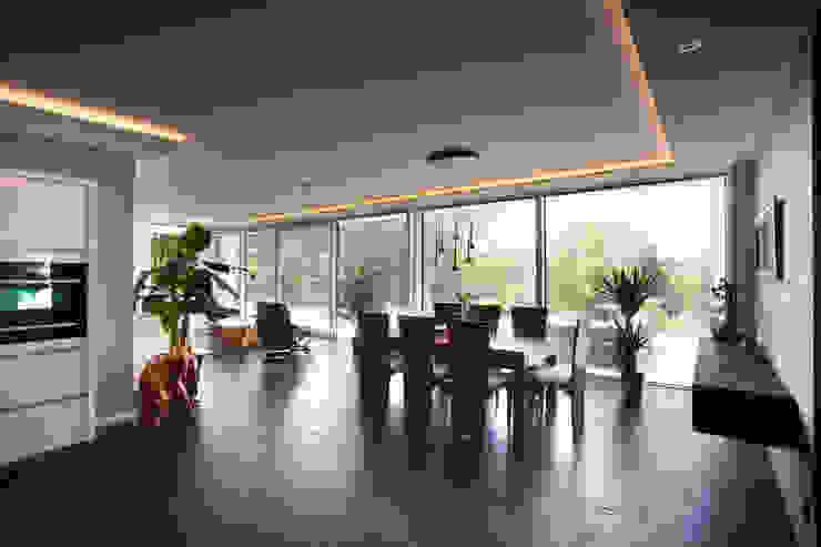 Asian style dining room by Klaus Geyer Elektrotechnik Asian