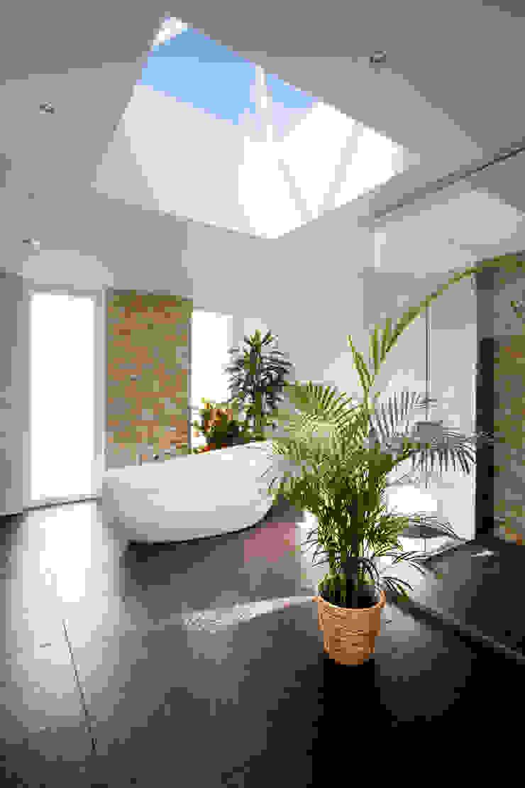 Asian style bathroom by Klaus Geyer Elektrotechnik Asian