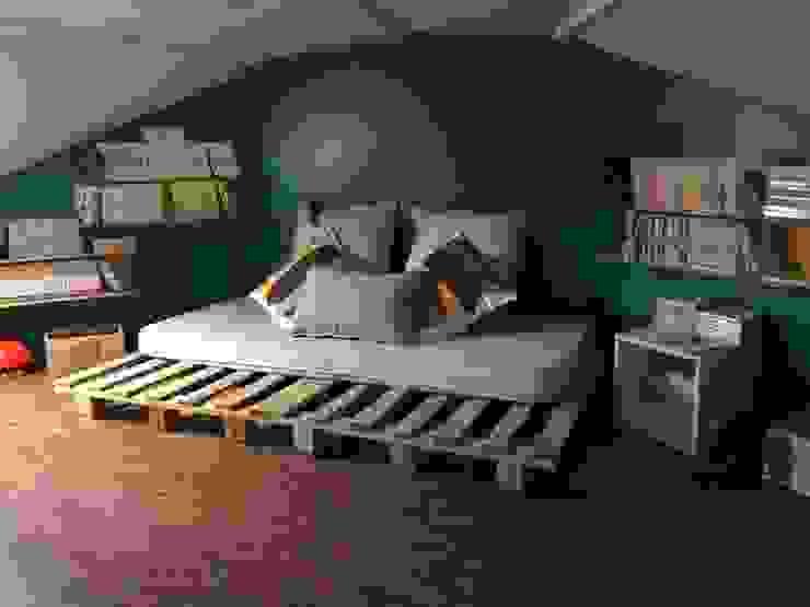 Camera da letto in stile scandinavo di Alexa Cavellec Scandinavo