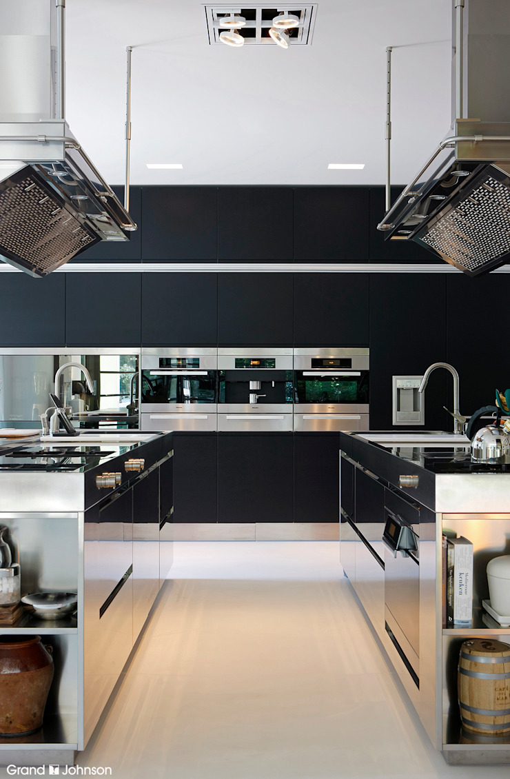 Grand & Johnson Modern kitchen