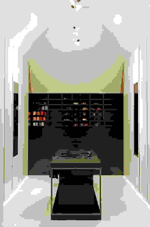 Grand & Johnson Modern dressing room