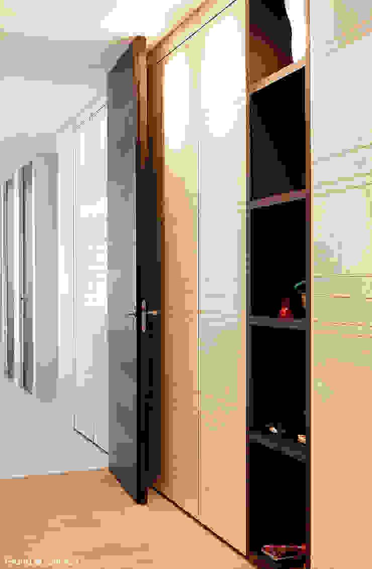 Grand & Johnson Modern Corridor, Hallway and Staircase