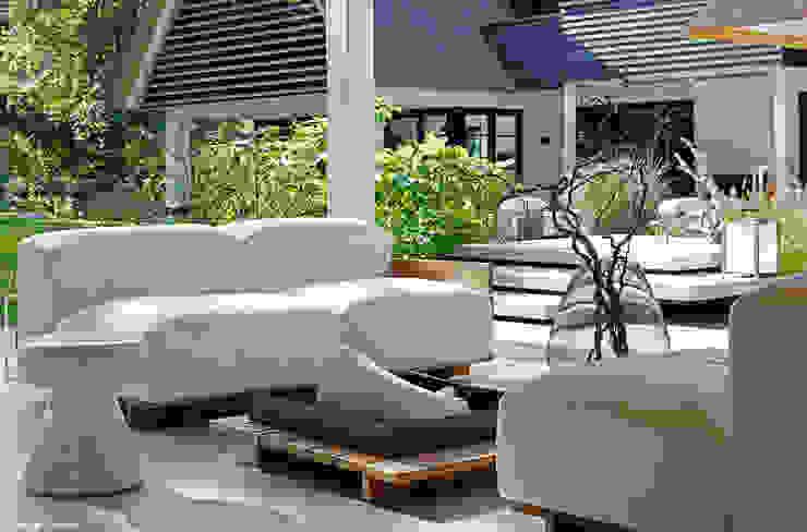Grand & Johnson Modern Garden