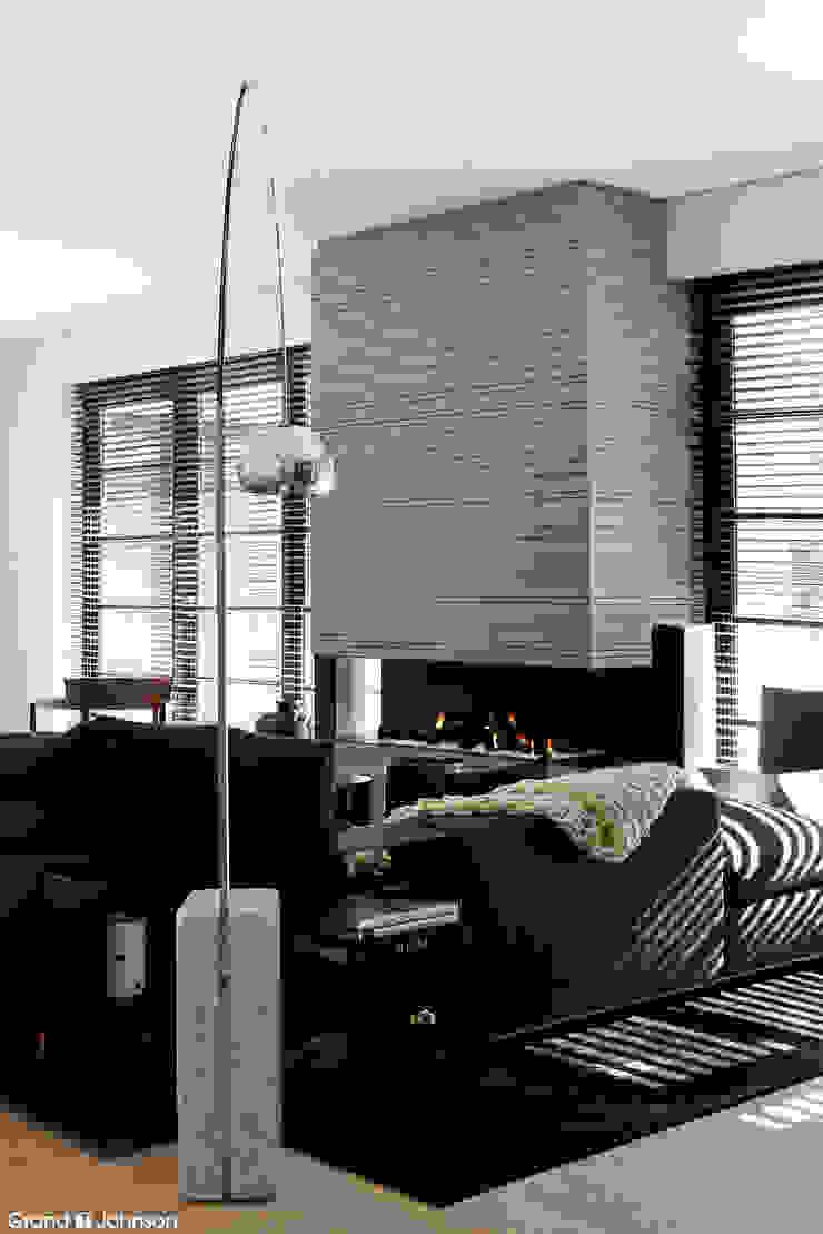 Grand & Johnson Modern living room