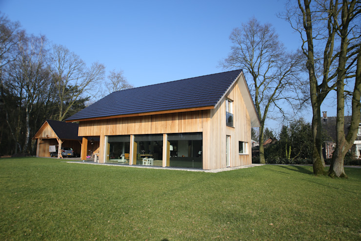 Country style house by Hoogsteder Architecten Country Wood Wood effect